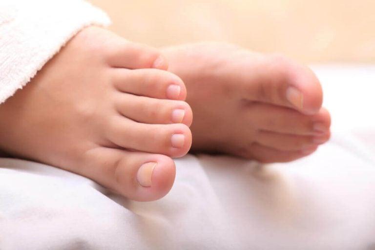 潰したニンニクで足の巻き爪を治す方法