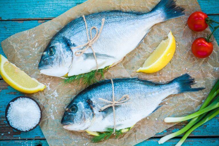 魚をおろす