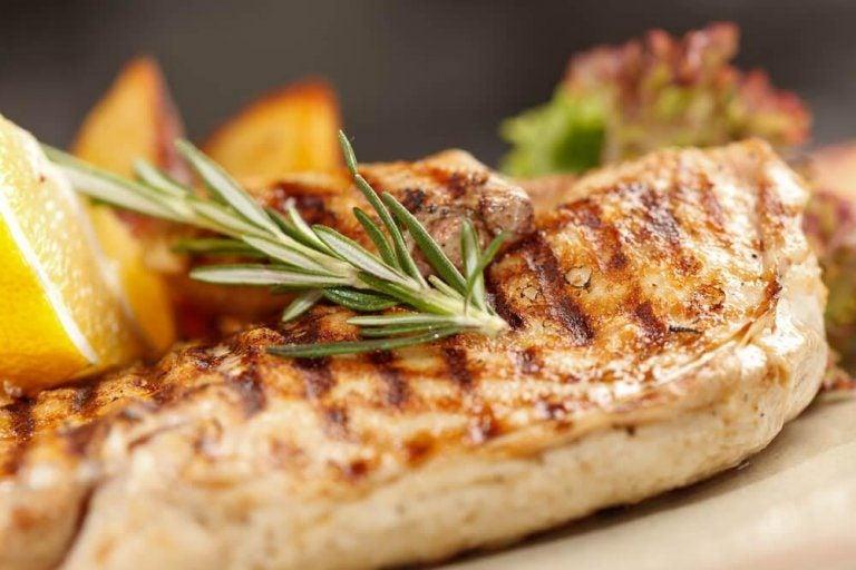 鶏の胸肉をヘルシーに調理する3つの方法