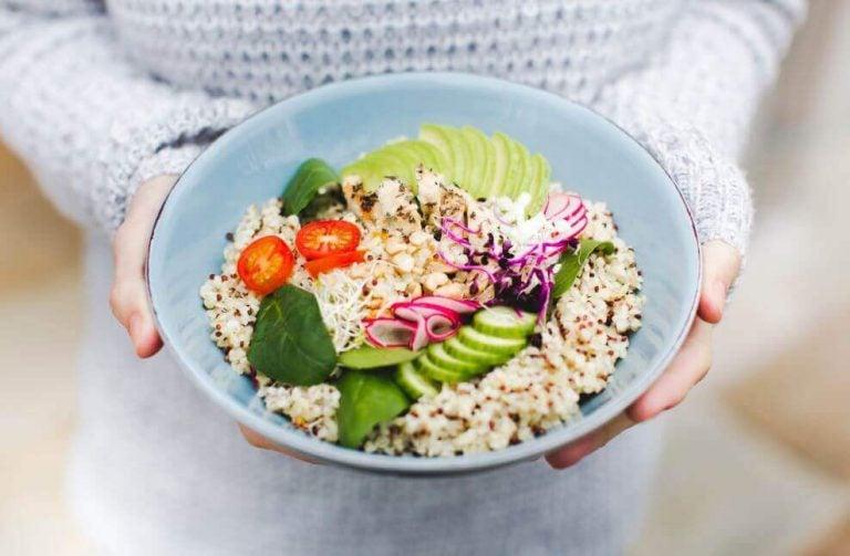 キヌアを使った美味しいサラダのレシピ3種