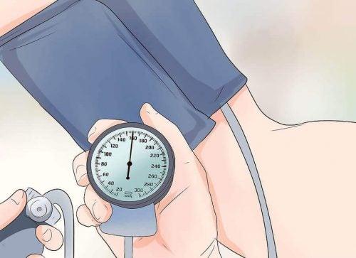 高血圧でお悩みの人にオススメのエクササイズ