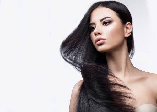 髪が綺麗な女性 薄毛 効果的 家庭療法