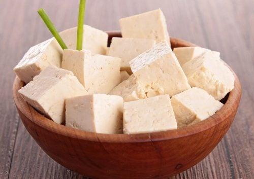 木椀に入った豆腐
