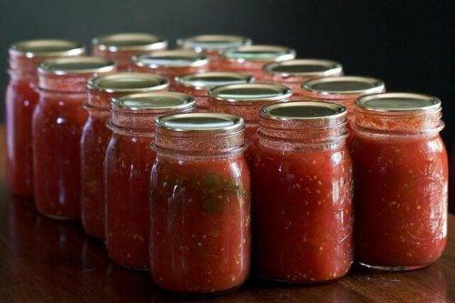 瓶詰めトマトソース
