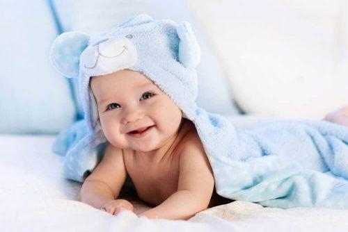 赤ちゃんに絶対してはいけない8つのこと