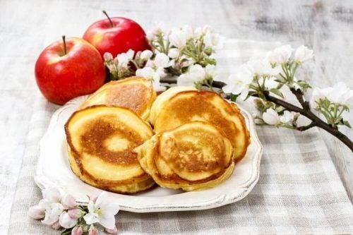 パンケーキとりんご