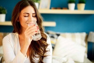 水を飲む 気分が良くなる方法