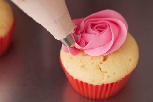 イチゴのカップケーキ