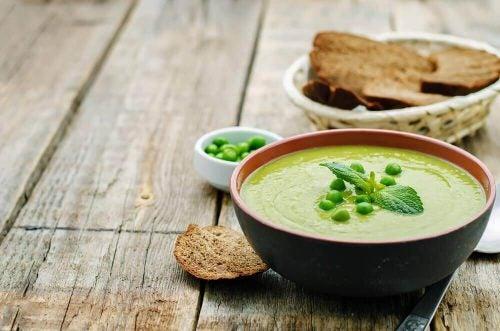 オーツ麦とグリーンピースのスープ