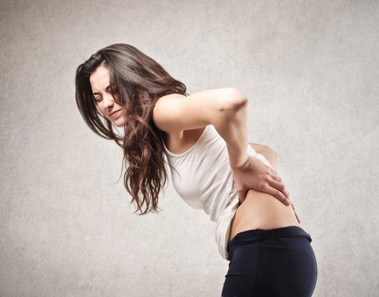 背中の痛みに効果的なシンプルエクササイズ