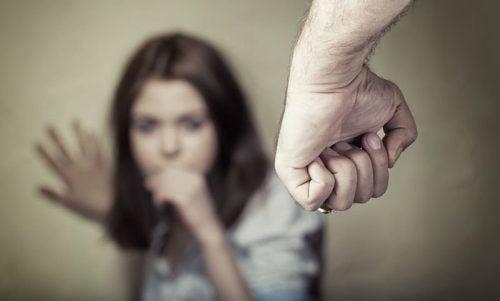 心理的虐待が身体に及ぼす影響