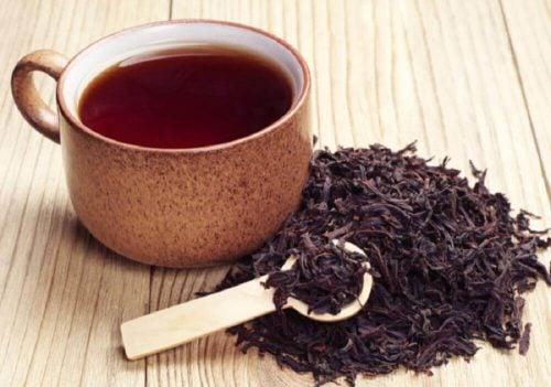 紅茶 目の腫れを抑える