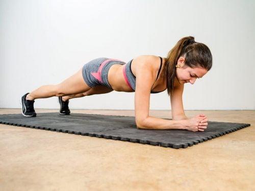 エクササイズ 背中の痛み