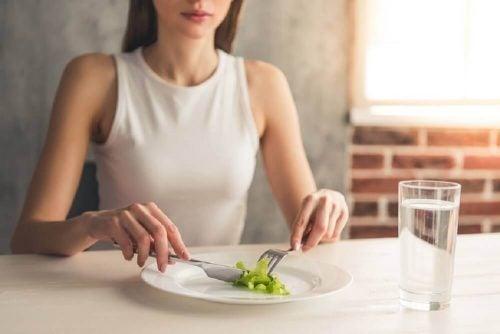 食事を抜く 胃腸が原因の口臭