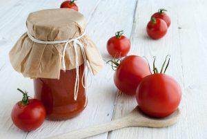 トマトをボトル詰めにした方が良い理由とその方法