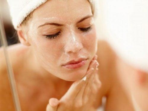 洗顔 ヒマシ油の効果