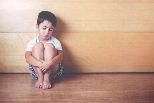 子どもにおける情緒的剥奪の6つのサイン