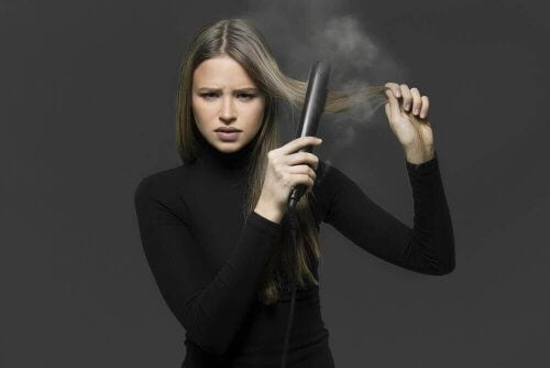 ヘアアイロンなしで髪をストレートにする方法