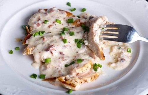 美味しい鶏胸肉のチーズソースレシピ