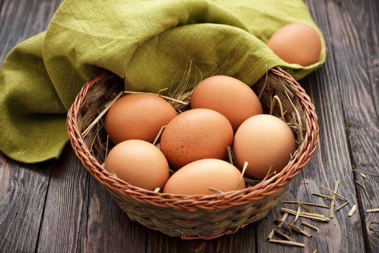 籠に入った卵