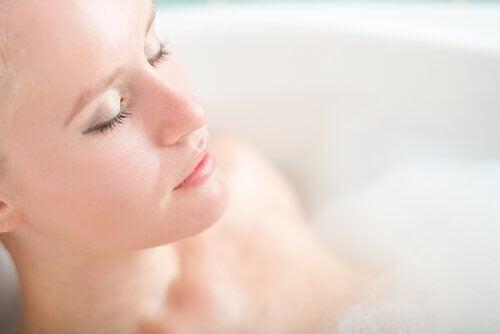 嫌な体臭を改善する5つの自然療法、お風呂