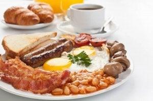 朝食とタンパク質
