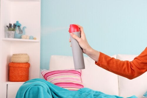 自宅の湿った臭いを消す5つの方法