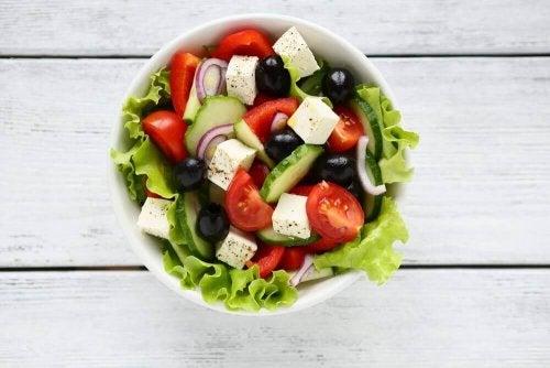 ゲストがあっと驚く美味しいギリシャ風サラダの作り方