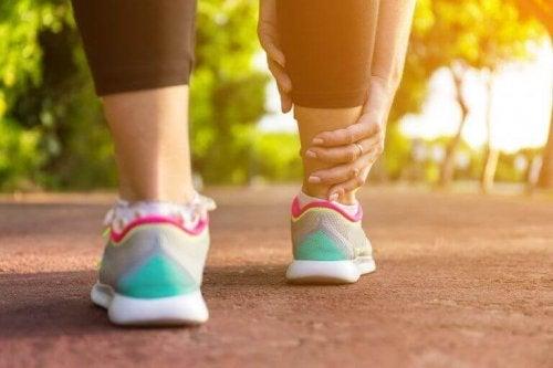 脚のむくみを緩和する5つの自然療法