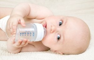 カシングメソッド: 母乳育児と併用できる哺乳瓶