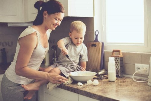 料理をする母と子供