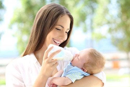 ママと哺乳瓶