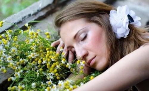安眠効果が期待できるアロマオイル8選