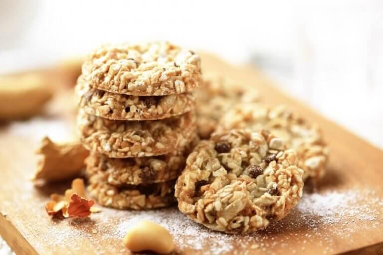 ダイエット中の人向けオート麦と亜麻仁とゴマのクッキー