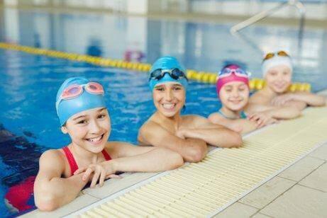 水泳教室の子供