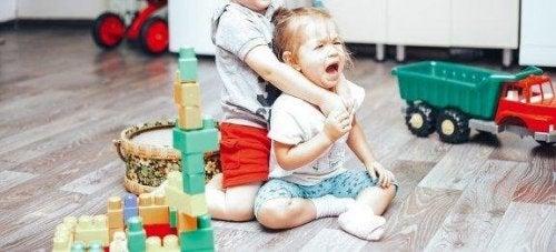 子供同士の喧嘩に対処する方法