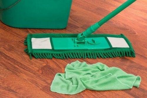 柑橘類で作る!天然成分の床用洗剤を試してみよう