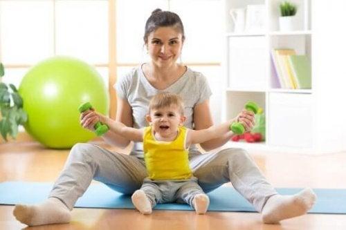 赤ちゃんに座り方を教える方法