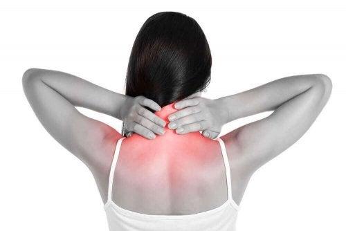 首の痛みに効果的な自然療法