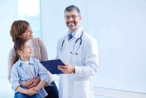 親子と医者 子どもの夜尿症