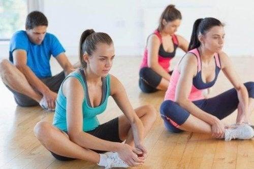 柔軟な足を作る3つのストレッチエクササイズ