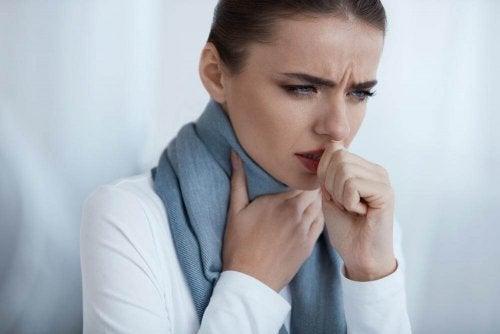 喉の辛い痛み