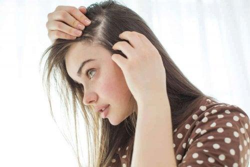 頭皮を自然な方法で丈夫にするための10のコツ!