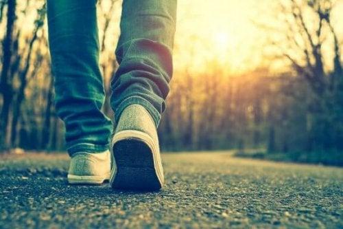 歩みを進める つらい時期を乗り越える