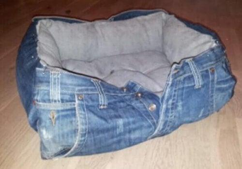 ペット用ベッド 古いジーンズの再利用