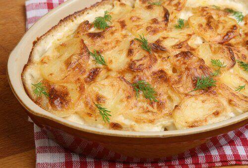 チーズとジャガイモのグラタン