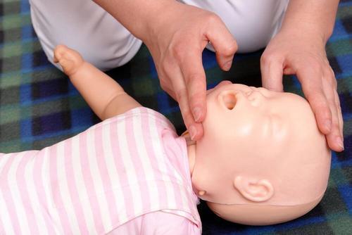 赤ちゃんを蘇生させる方法