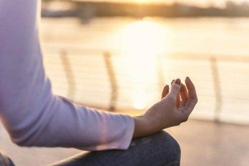 瞑想 ヨガの効果を得る