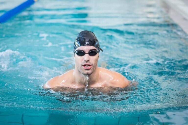 泳げない方はぜひ!プールで泳ぎを習得しよう