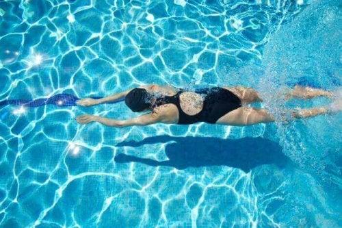 泳ぎ方  泳げない方はぜひ!プールで泳ぎを習得しよう